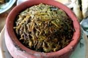 Rươi kho niêu đất là món ăn đặc sản của huyện Tứ Kỳ